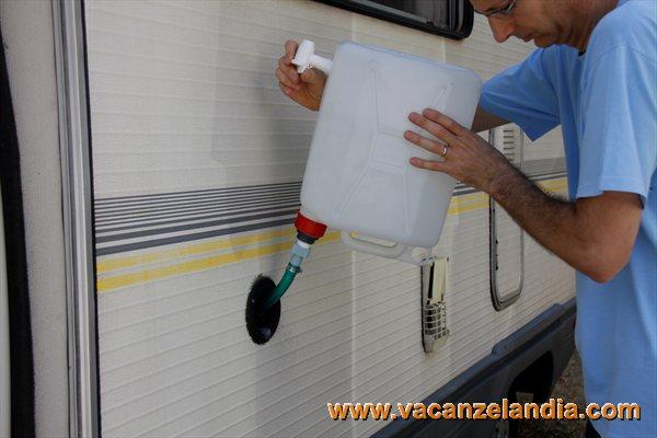 Idee Per Interni Camper : Migliorie modifica tanica per riempimento serbatoio camper