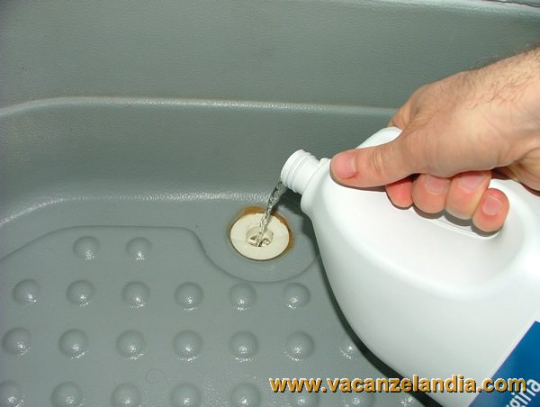 Pulire scarico doccia for Pulizia fossa biologica fai da te