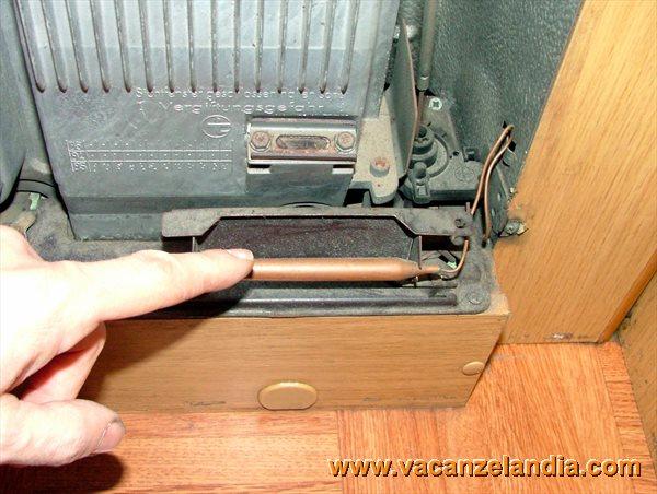 manutenzioni pulizia stufa camper trumatic s3002 1. Black Bedroom Furniture Sets. Home Design Ideas