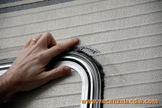 Plafoniere Per Esterno Camper : Riparazione crepa parete camper e montaggio luce esterna porta