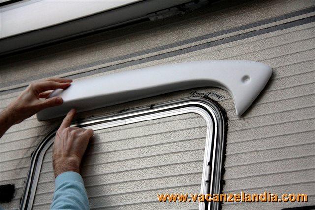 Plafoniera Per Esterno Camper : Riparazione crepa parete camper e montaggio luce esterna porta