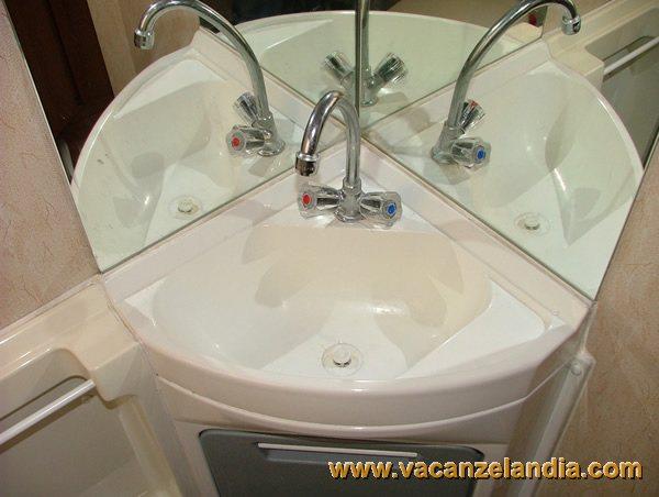Riparazioni lavandino della toilette 1 contenuti for Tritarifiuti lavandino