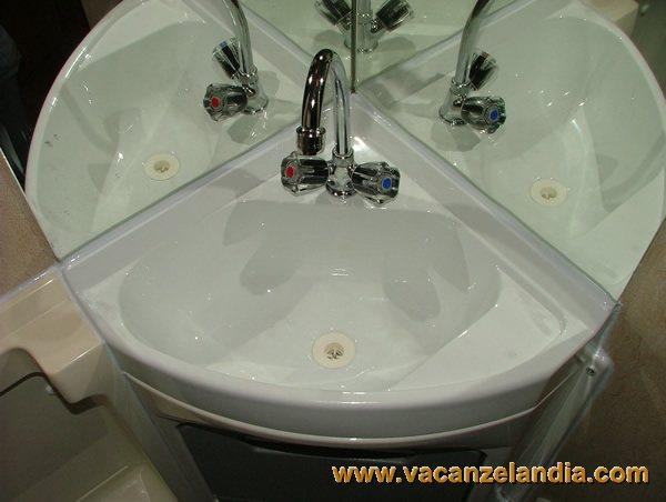 Riparazioni lavandino della toilette 2 contenuti - Lavandino bagno camper ...
