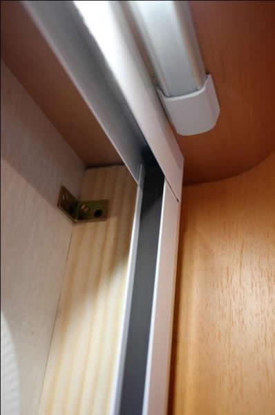 Fai da te montaggio zanzariera porta camper menu - Montare una porta a soffietto ...