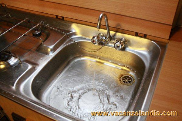 Come fare per svuotare i serbatoi d 39 acqua del camper nel for Serbatoio di acqua di rame