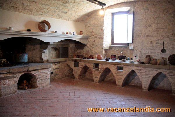 Vacanzelandia vacanzelandia for Castello di frontone